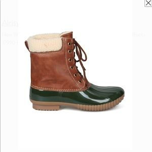 Shoes - Lace up duck boots